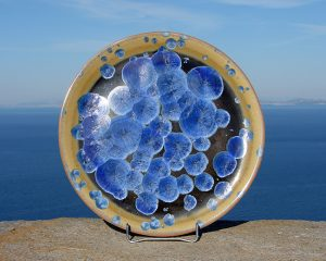 crystalline-flat-platter-blue-on-black-and-brown_sifnos-stoneware