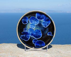 crystalline-round-plate_blue_black_sifnos-stoneware